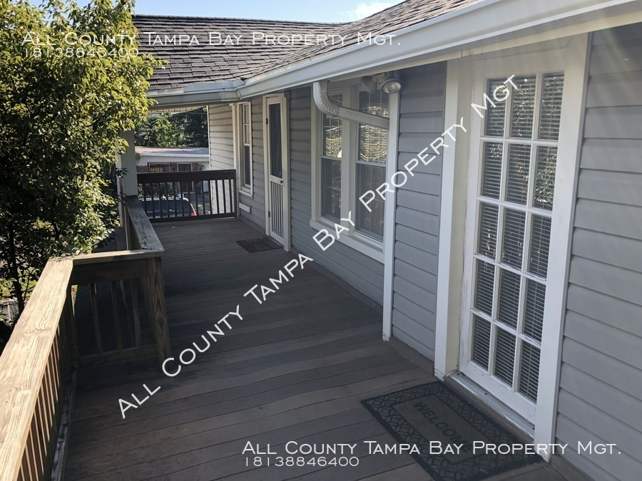 3415 Santiago St Gorgeous 2 bed 1 bath in South Tampa! 2nd Floor Unit