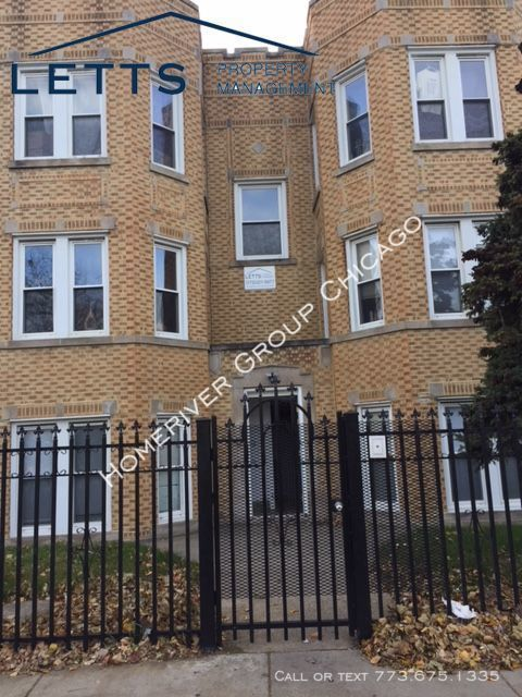 2601 W. 55th Street 2B Beautiful Studio Apartment