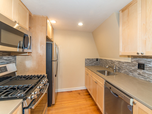 Beautifully remodeled historic home - bonus room, gas stove, top-of-the-line finishings! - Eugene apartments for rent - backpage.com