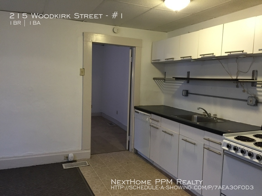 215 Woodkirk Street 1 Bedroom in Carnegie near transit for April 1st