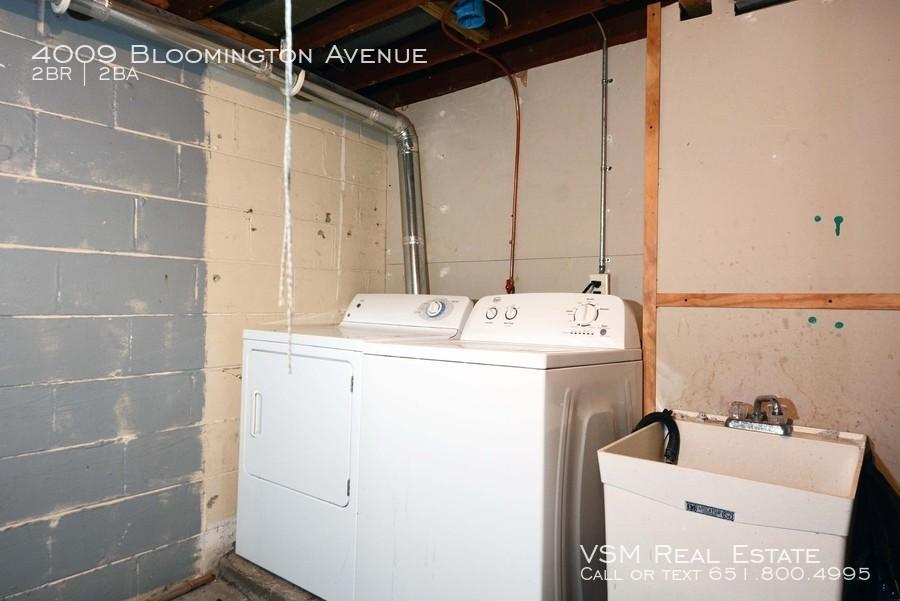 4009 Bloomington Avenue Great 2 Bedroom 1 Bathroom Duplex in Minneapolis. AVAILABLE NOW!!!