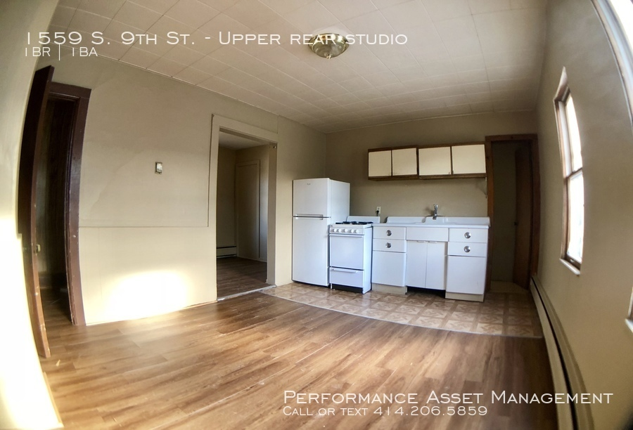 1559 S. 9th St. Comfy 1bd upper unit on the South Side!