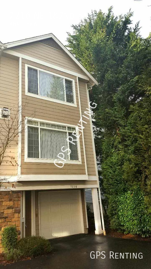 Townhouse for Rent in Kenmore