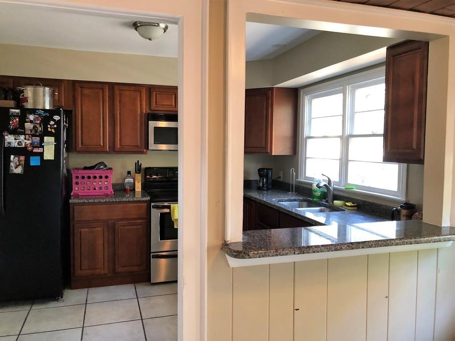 529_s_crystal_lake_dr_kitchen