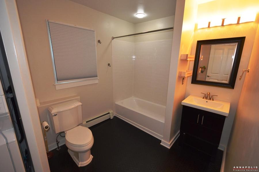1007-beech-st-id889-bathroom-a