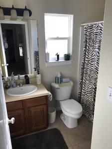 Bathroom_2_-_1685_n_buckboard_ave