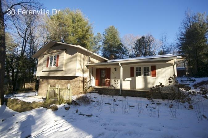 single-family home for Rent in Hendersonville