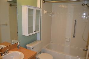 5265_east_bay_bathroom