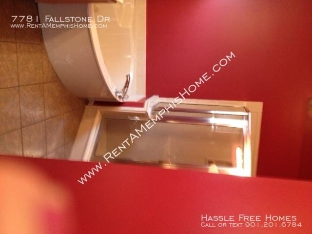 7781 fallstone   jacuzzy tub