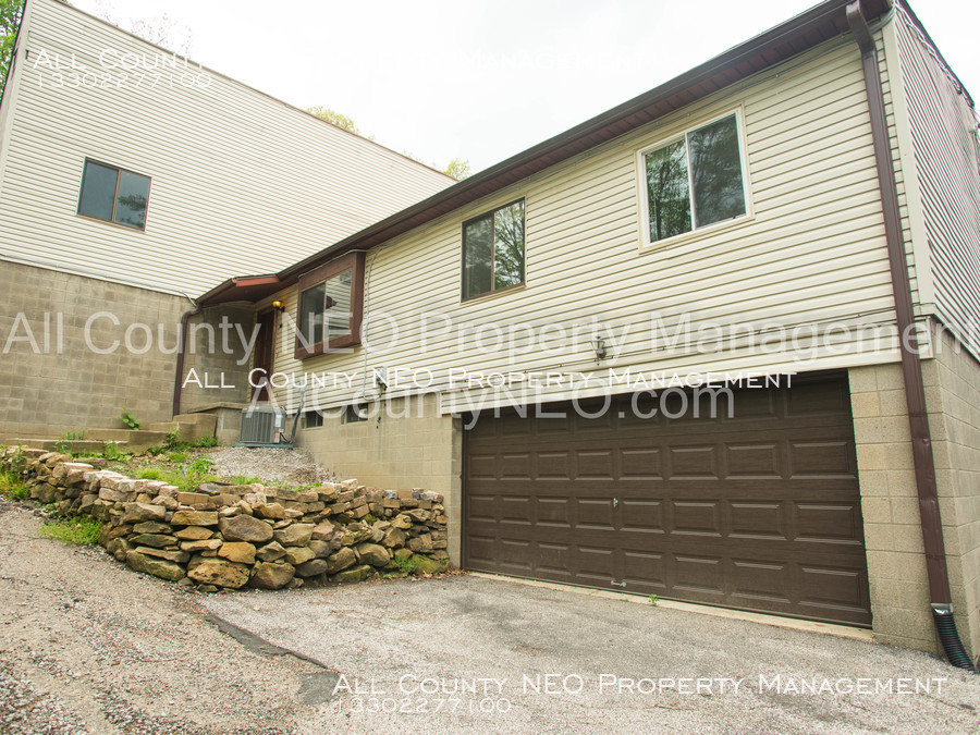 Townhouse for Rent in Akron