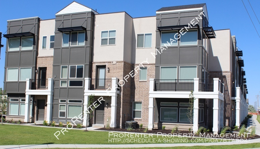 Townhouse for Rent in Farmington