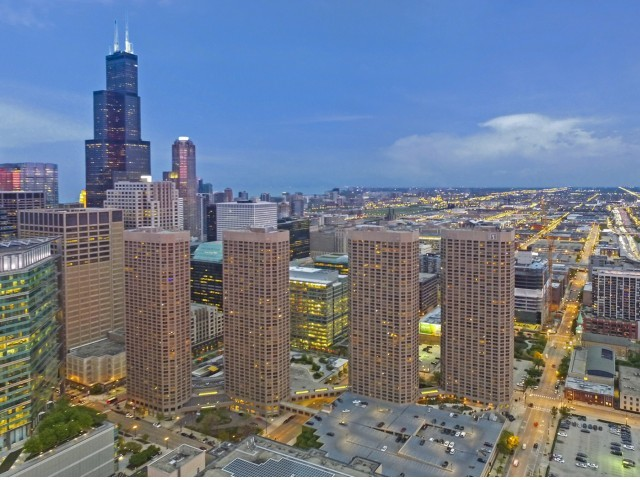 Presidential-towers-chicago-il-four-towers-in-chicagos-west-loop