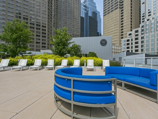 Presidential-towers-chicago-il-lounge-and-soak-in-the-sun-with-friends-
