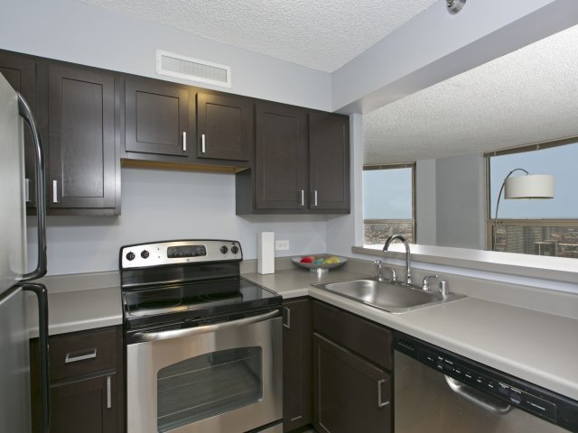 Presidential-towers-chicago-il-newly-renovated-open-kitchens