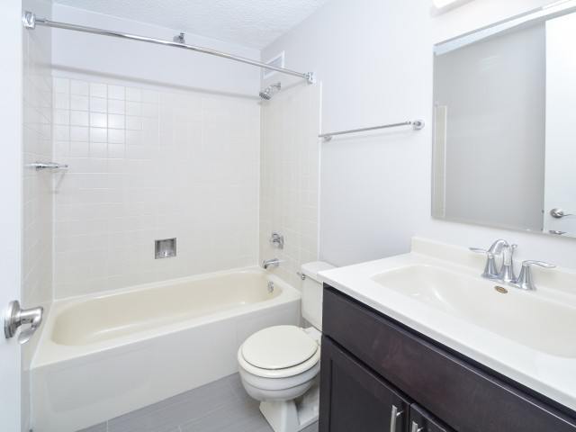 Presidential towers chicago il renovated modern bathrooms