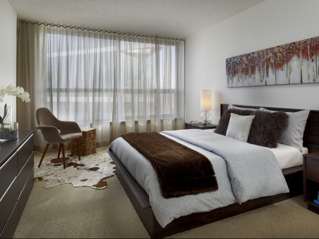 Presidential-towers-chicago-il-spacious-bedrooms