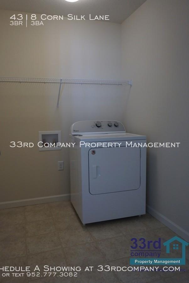 18_-_upstairs_laundry_room