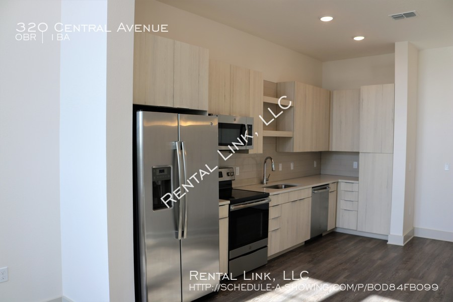 Mcginley%27s_coco_-_kitchen_from_living_room