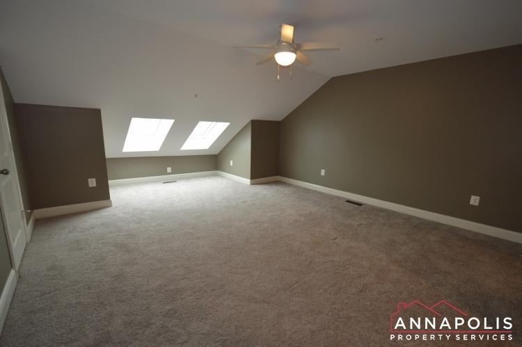108-vanguard-lane-id966-loft-an
