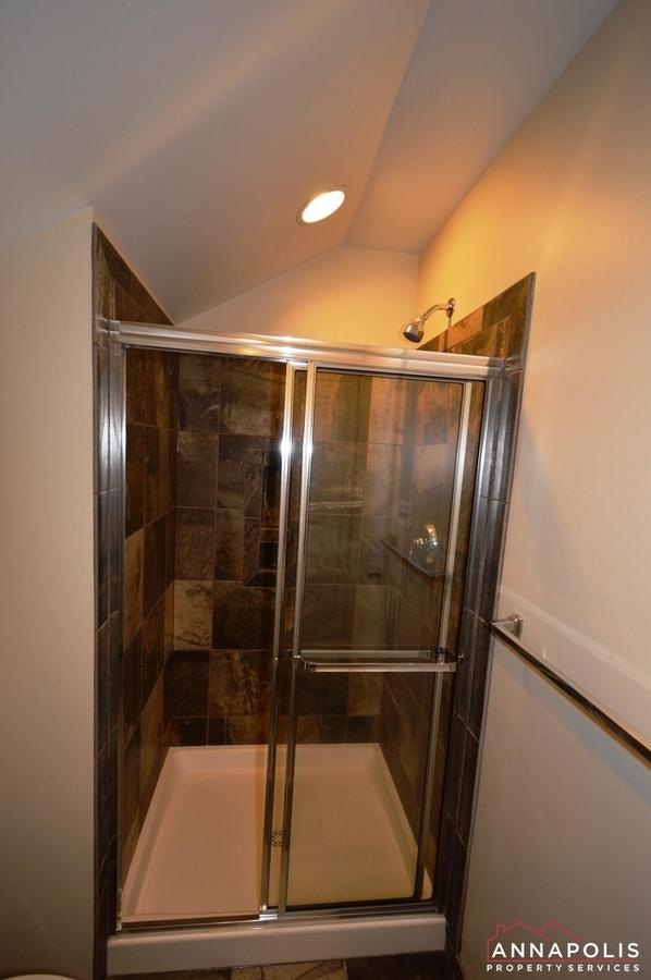 108-vanguard-lane-id966-loft-shower