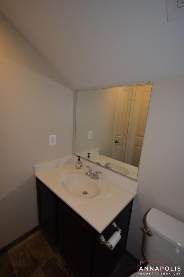 108-vanguard-lane-id966-loft-vanity