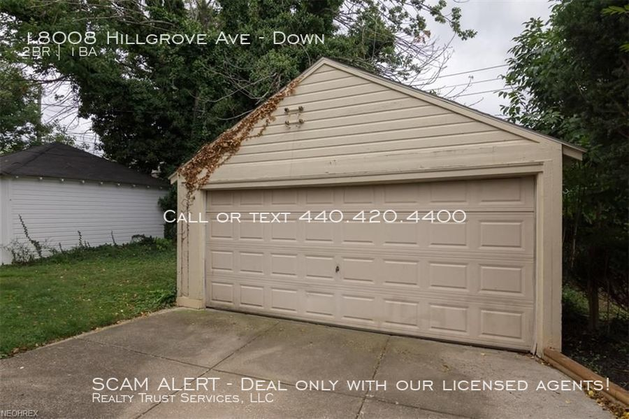 18008_hillgrove_ave_up_2