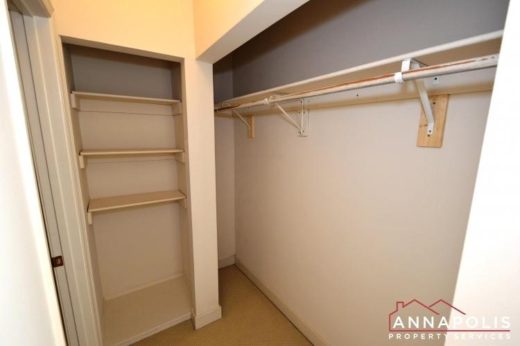 310-burnside-street-id489-bedroom-1-wic