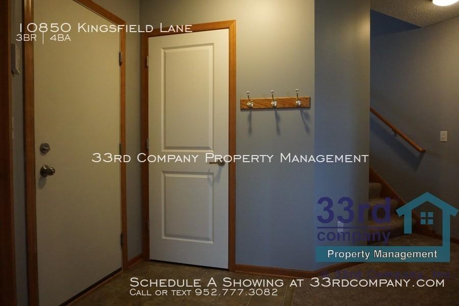 28_-_ll_entry_from_garage___under_stair_storage_closet