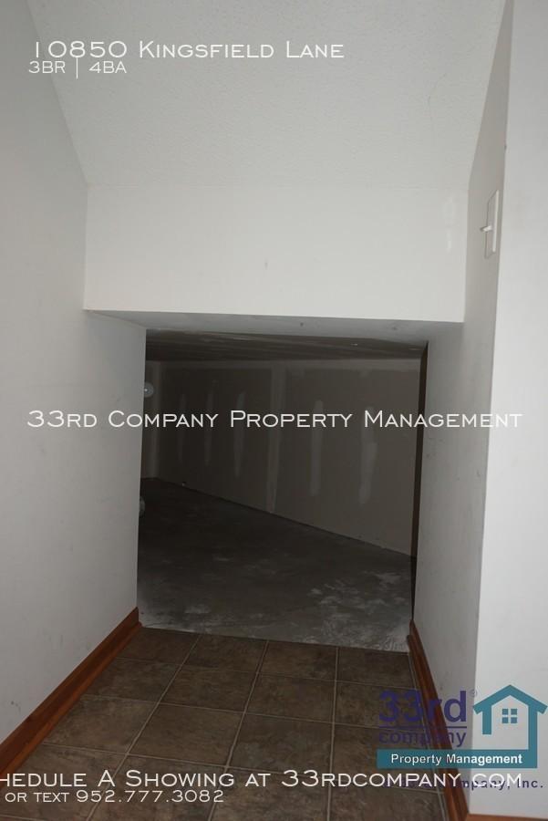30_-_under_stairs_storage_closet_-_2