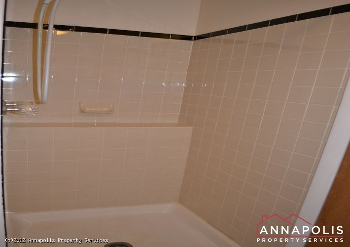 3523a-newport-avenue-lower-shower-1326742517-id253