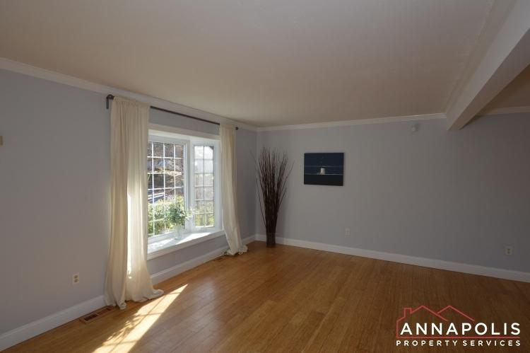 235-gross-ave-id985-livingroom