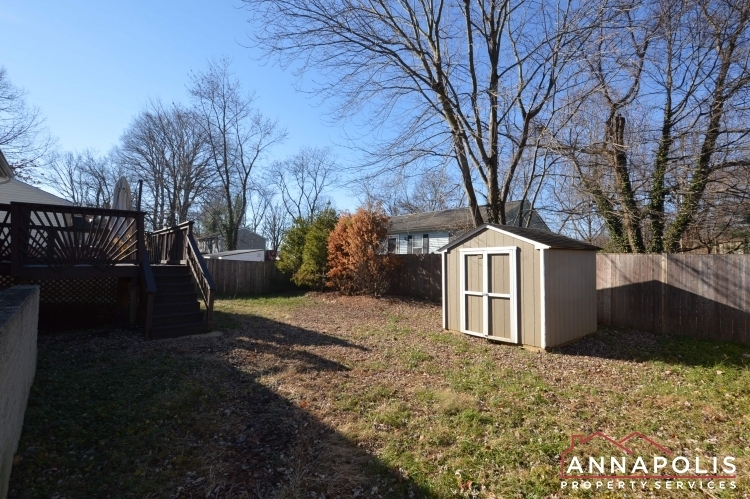235-gross-ave-id985-backyard2