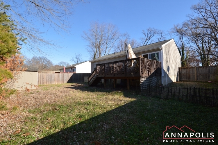 235-gross-ave-id985-backyard1