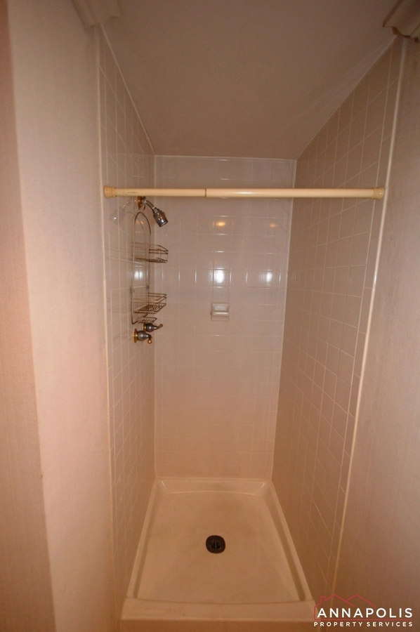 3107-burnside-street-id988-shower-first-floor-ann