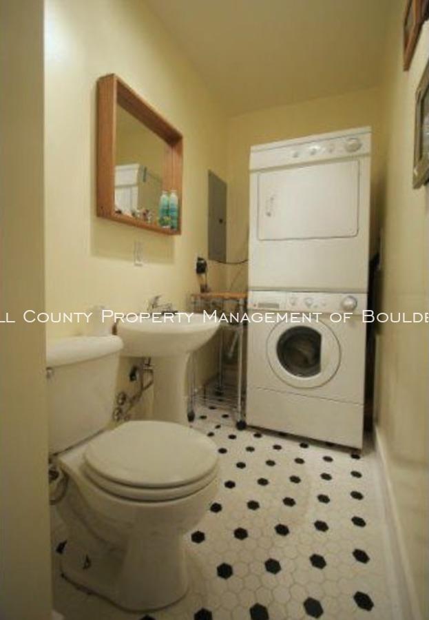 3025moorhead_halfbathandlaundry
