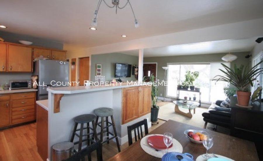 3025moorhead_kitchendining