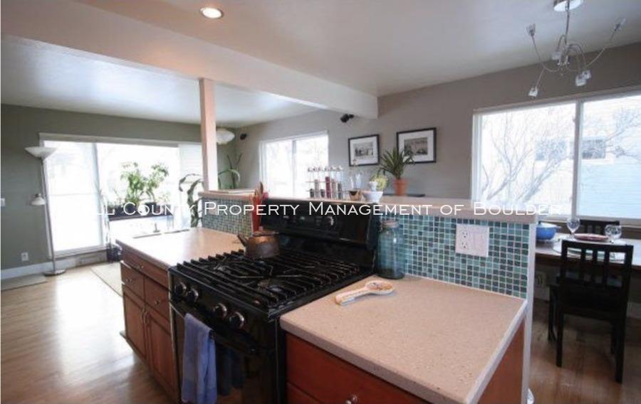 3025moorhead_kitchenisland
