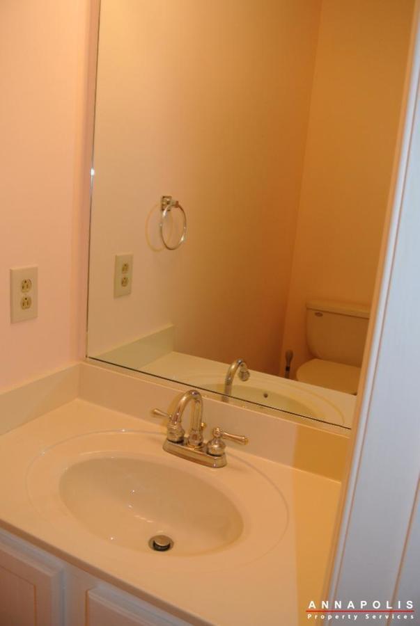 12-belvedere-court-id643-half-bath