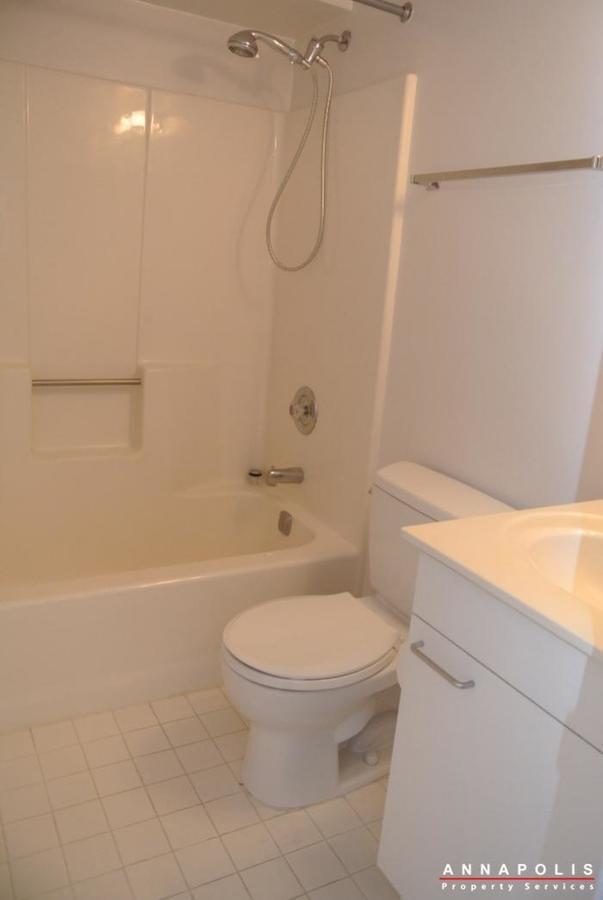 2106e  chesapeake harbour  id629 bathroom 2b