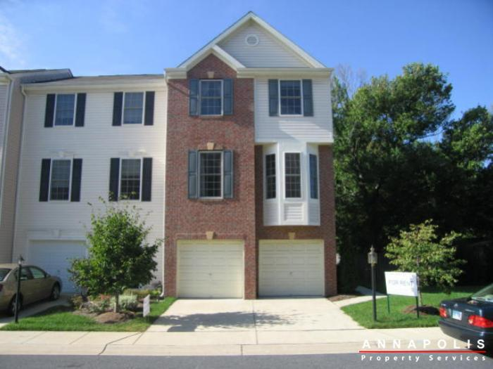 Townhouse for Rent in Edgewater