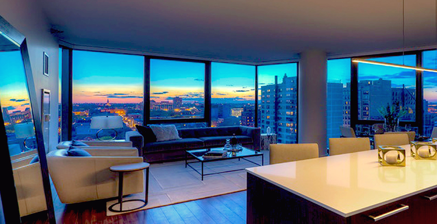 2950_north_sheridan_--_featured_image_of_living_room_with_panoramic_chicago_skyline_views