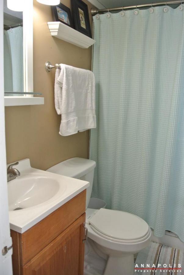1426-regent-street--id598-bathroom-down