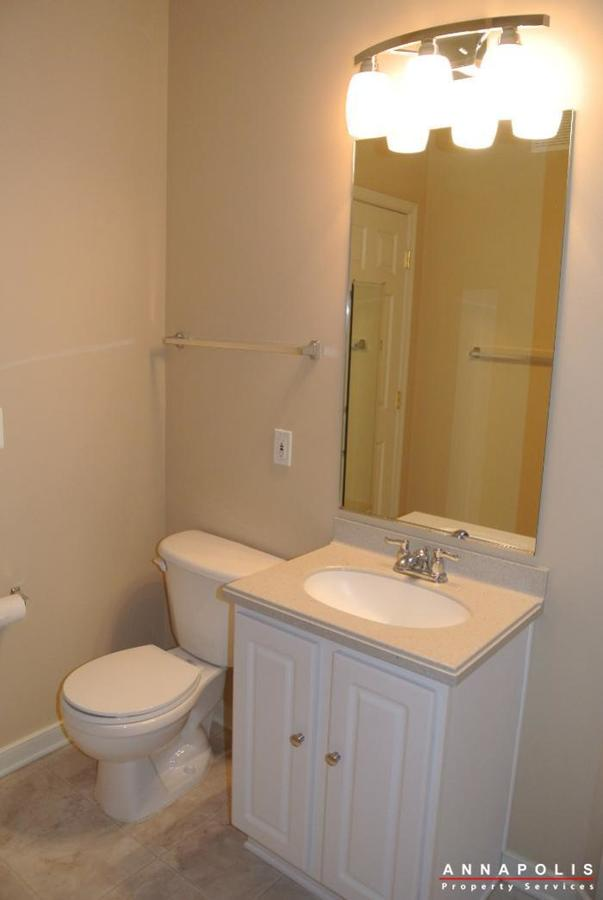 805-latchmere-court--id600-bath-two-vanity
