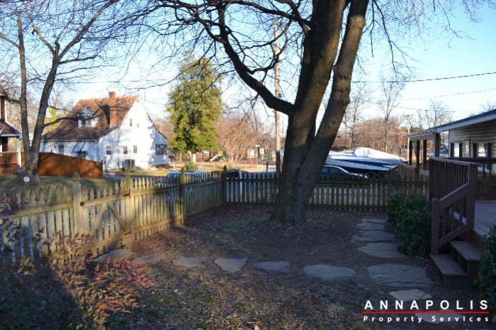 509-westminister-road--id612-front-yard