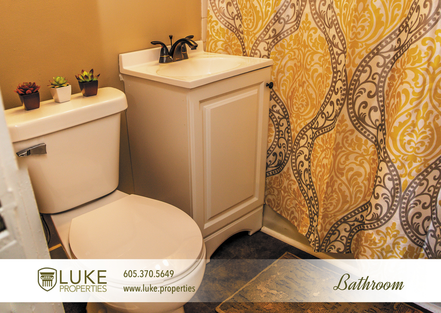 Luke-properties-803-s-main-ave-sioux-falls-sd-57104-house-for-rent-bathroom