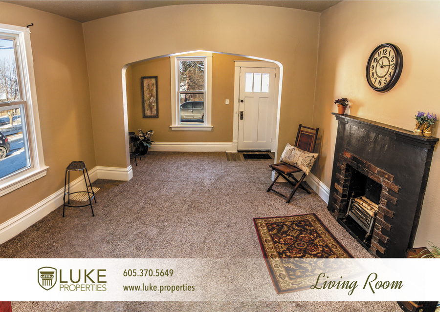 Luke-properties-803-s-main-ave-sioux-falls-sd-57104-house-for-rent-living-room