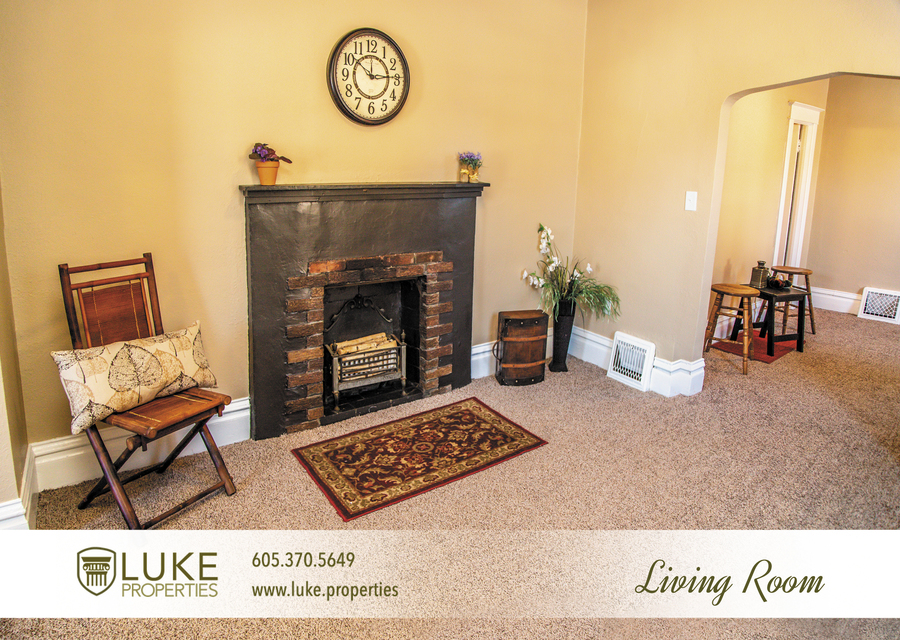 Luke-properties-803-s-main-ave-sioux-falls-sd-57104-house-for-rent-living-room2