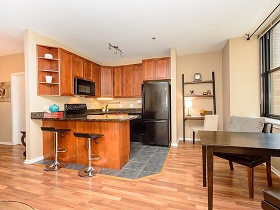 Century_tower_apartments_for_rent_in_the_loop_-_floor_plans_with_expansive_living_space_and_upgraded_kitchens_copy