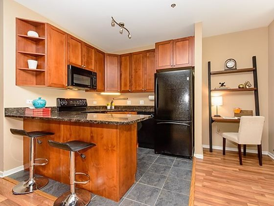 Century_tower_apartments_for_rent_in_the_loop_-_living_space