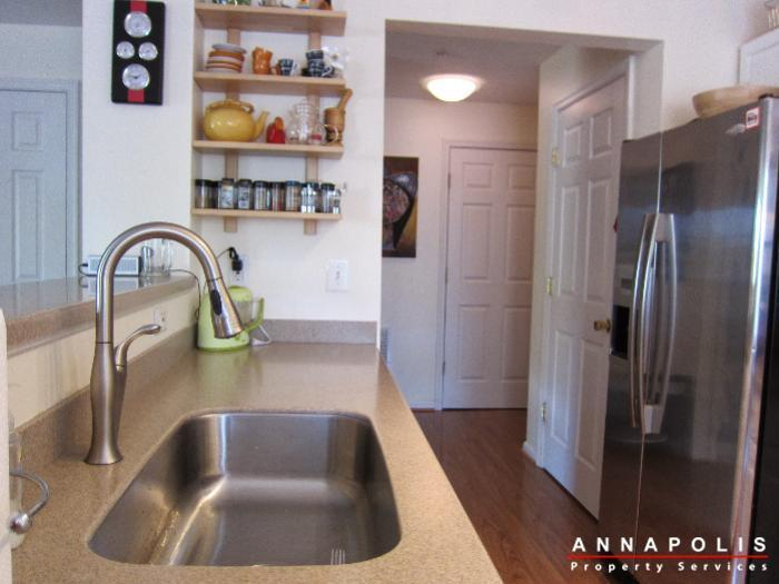 2016-gov-thomas-bladen-way-204-id652-kitchen-b
